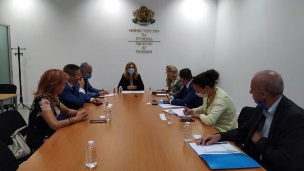Вицепремиерът и министър на туризма проведе работна среща с ръководители