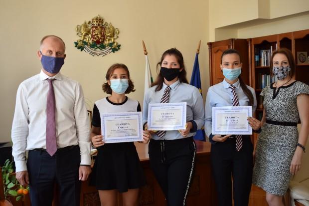 Окръжен съд – Варна награди победителите в конкурса за ученическо