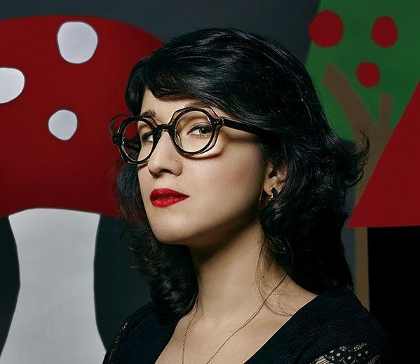Радослава Боор е второ поколение художник - графичен дизайнер. Започва