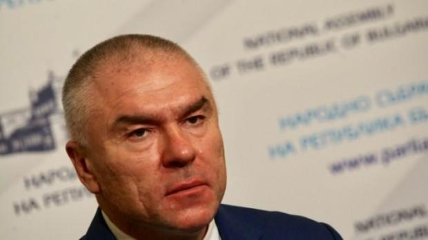 направи гневна декларация от парламентарната трибуна за поисканата му оставка