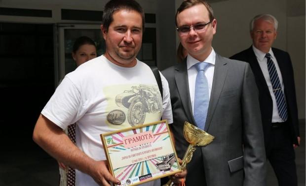 > Сергей Николашин - отдясноИмената на двамата са Сергей Николашин