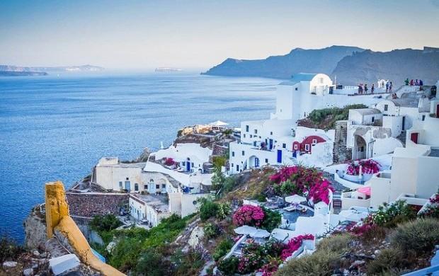 > СанториниСлед гръцките курорти се нареждатФранция и Италия с по