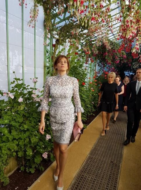 Тоалетите на първата дама Десислава Радева продължават да вълнуват обществеността,