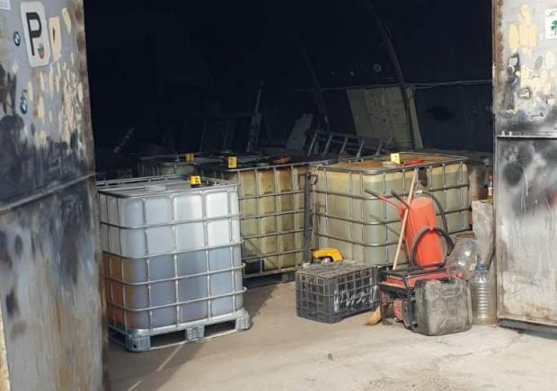 3616 литра дизелово гориво е задържано от митнически и полицейски