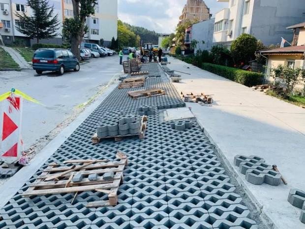 Напредват дейностите по изграждането на паркинга на ул.