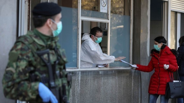 ReutersИспания официално въведе извънредно положение до 9 май.Правителството на Испания