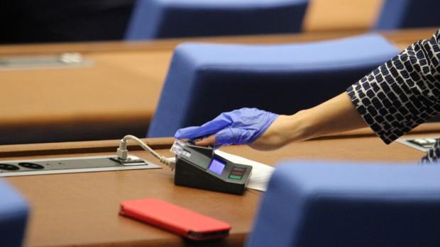 БГНЕСЛипса на кворум провали днешното заседание на парламента. При първоначалния