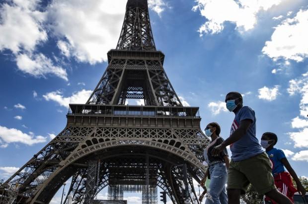 Във Франция строгата карантина вече дава резултат. Новозаразените са по-малко.