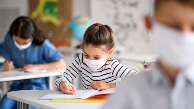 Училищата и детските градини не са основният източник на заразата.