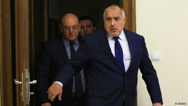 > Архивна снимка. Министър Димитров докладва на министър-председателя ситуацията с