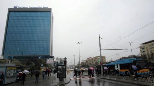 БГНЕСНеизвестни стреляха по криминално проявен мъж пред казино в София.