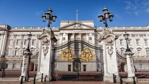 Кралски служител призна, че е откраднал предмети на стойност 100