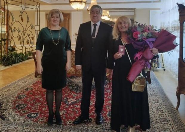 Посланикът на Русия Анатолий Макаров връчи задграничен паспорт на гражданина