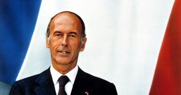 Бившият френски президент Валери Жискар д`Естен почина във вторник вечерта