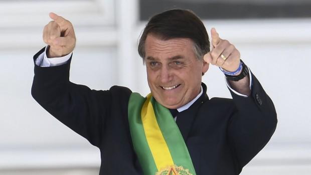 ReutersБразилският президент Жаир Болсонаро атакува коронавирусните ваксини, заявявайки, че ваксината