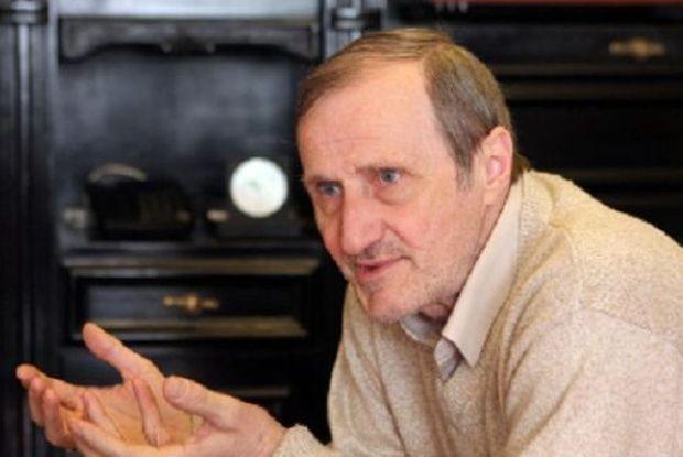 С историка и политически анализатор Валентин Вацев