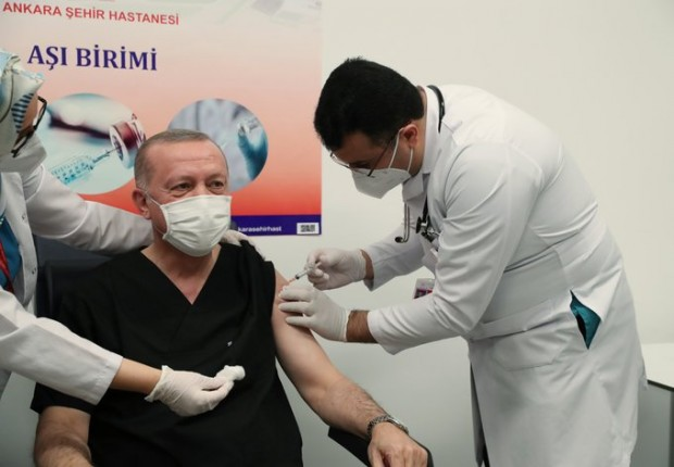 Турският президент Реджеп ТайипЕрдоганпризова турските граждани да се ваксинират, като