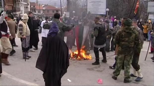 България е виновна за изгарянето на българското знаме на карнавала