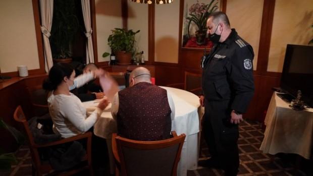 Ладислав Цветков/Присъствието на близо 60 души в ресторант