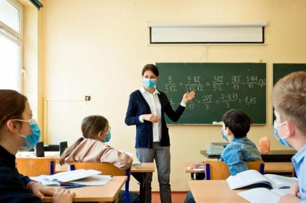 Учениците от 5-и до 12-и клас се връщат в училище,