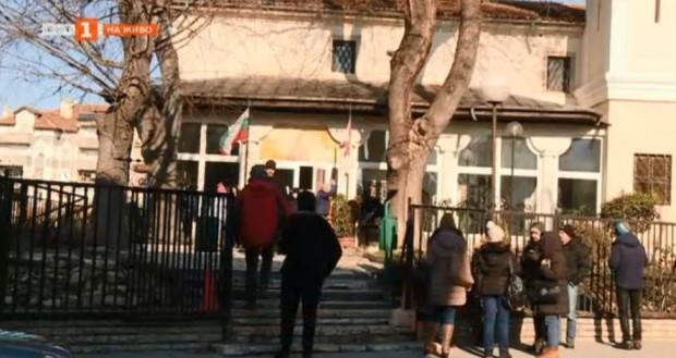 Във Варна доброволци и дарители от години помагат в православния