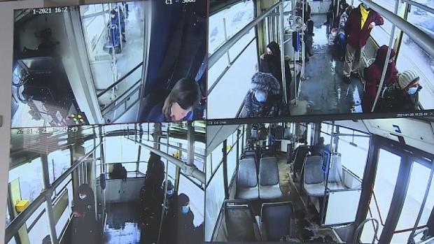 Пред очите на десетки пътници в столичния градски транспорт жена