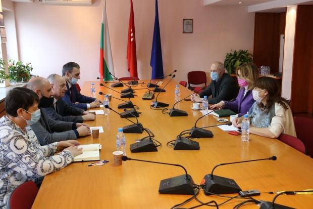 Народните представители от БСП доц. Георги Йорданов, зам.-председател на Здравната