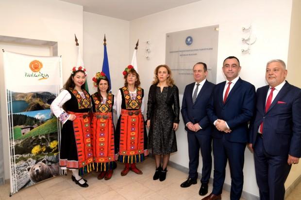 Вицепремиерът и министър на туризма Марияна Николова откри българско туристическо