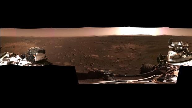 НАСА публикува зрелищна панорамна снимка на Марс, направена от роувъра