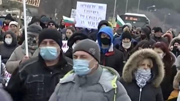 Нова твСтотици варненци излизат натрети пореден протестсрещу изсичането на защитена