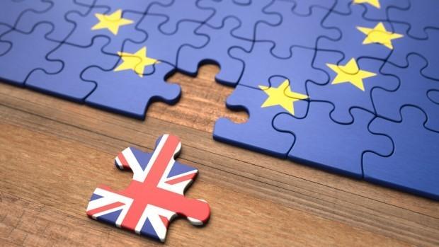 Година след Brexit - нови затруднения за българите, които искат