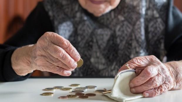 Хората, които ще получават минимална или максимална пенсия, е по-изгодно