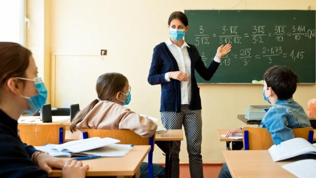 Нова твУчители от цялата страна призоваха за незабавно преустановяване на