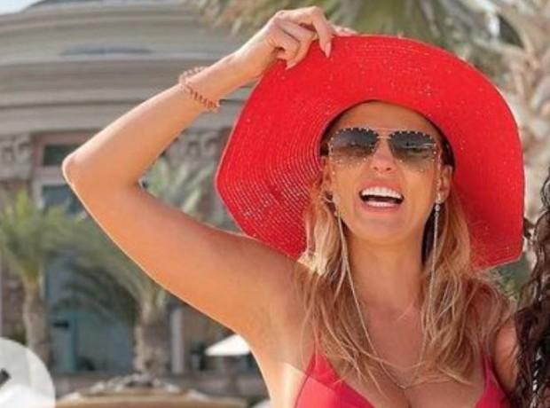 ФейсбукВдовицата на Стефан Шарлопов – Бояна, е в Дубай. Красавицата,