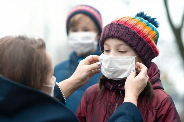 Децата вече боледуват по-често от коронавируса, като британският вариант се