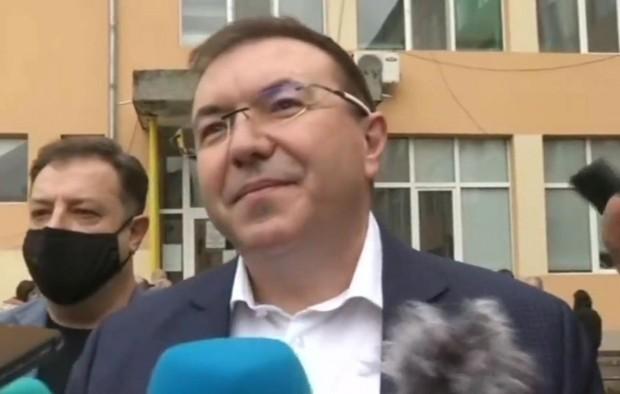 Здравният министър проф. упражни правото си на вот и гласува
