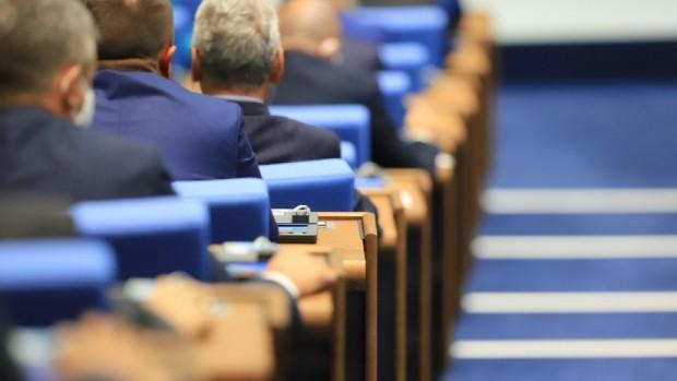 Общо 14 кандидати се отказаха от място в парламента- 9