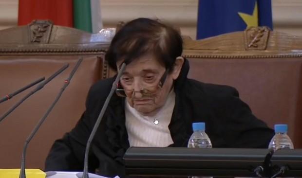 Председателстващият първо заседание на 45-тото Народно събрание Мика Зайкова от
