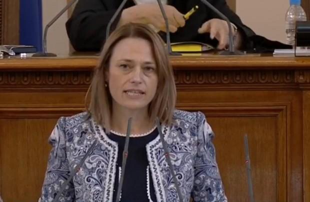 Изборът за председателна 45-тото Народното събрание бе между Ива Митева