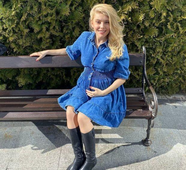 Телевизионната водеща Ева Веселинова е родила. Това съобщава самата тя