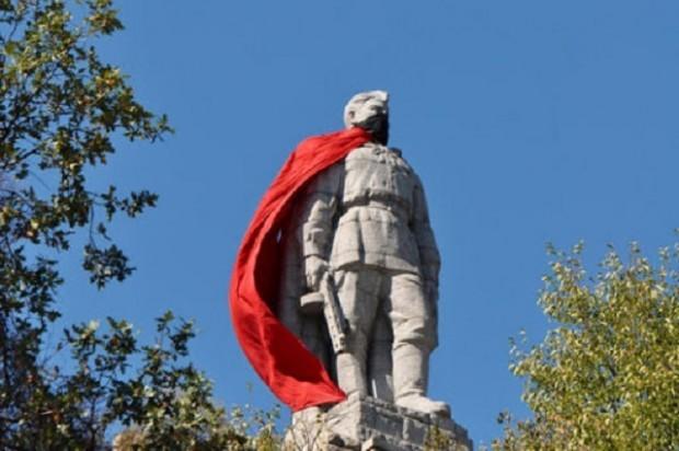 Трябва ли комунистическите паметници да се премахнатв България? Темата по