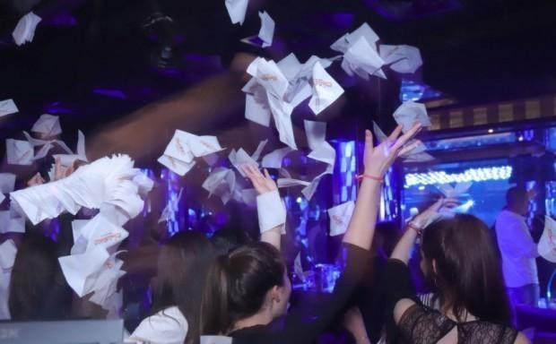 От утре, 29 април, посещенията в дискотеки, бар-клубове, пиано барове,