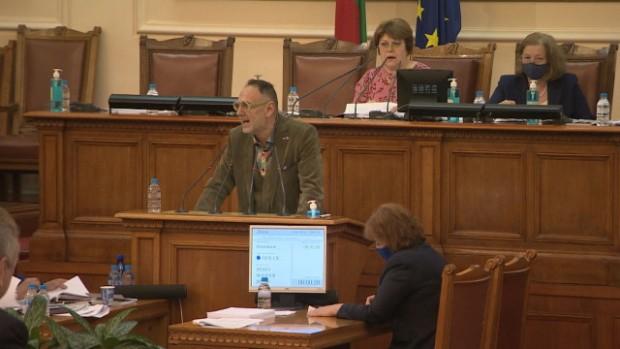 След 11 часа работа по изборните текстове, депутатите отхвърлиха предложение