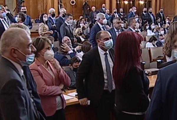 бТВПредседателят на парламента Ива Митева прекрати днешното заседание на парламента