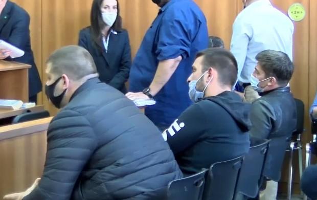 Вчера двама от арестуваните седмина полицаи от Трето РУ в