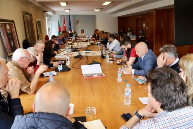 Лидерът на БСП Корнелия Нинова събра на среща всички водачи