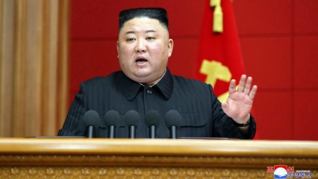 Северна Корея въведе по-тежки наказания за модерни прически, носене на