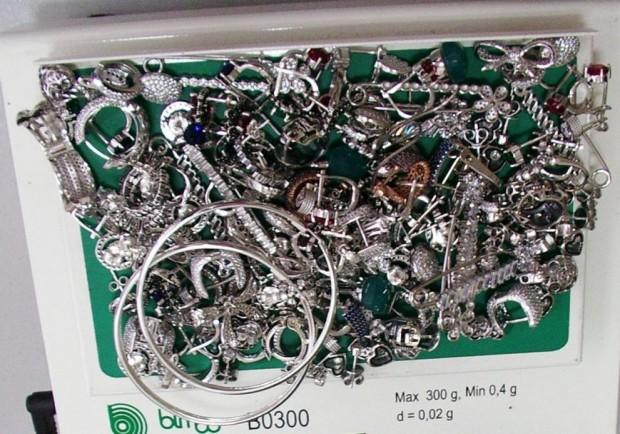 Агенция МитнициКонтрабандни сребърни накитиза над 10 000 лв.откриха митническите служители