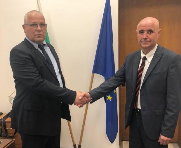 Със заповед на министъра на вътрешните работи Бойко Рашковстарши комисарАтанас