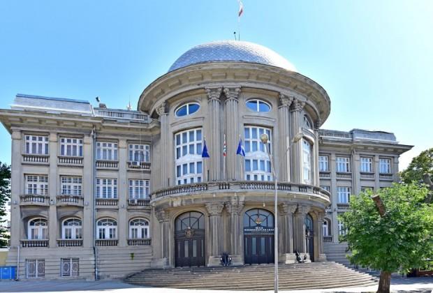 Временно спират движението около Щаба на ВМС, съобщава радио Варна.